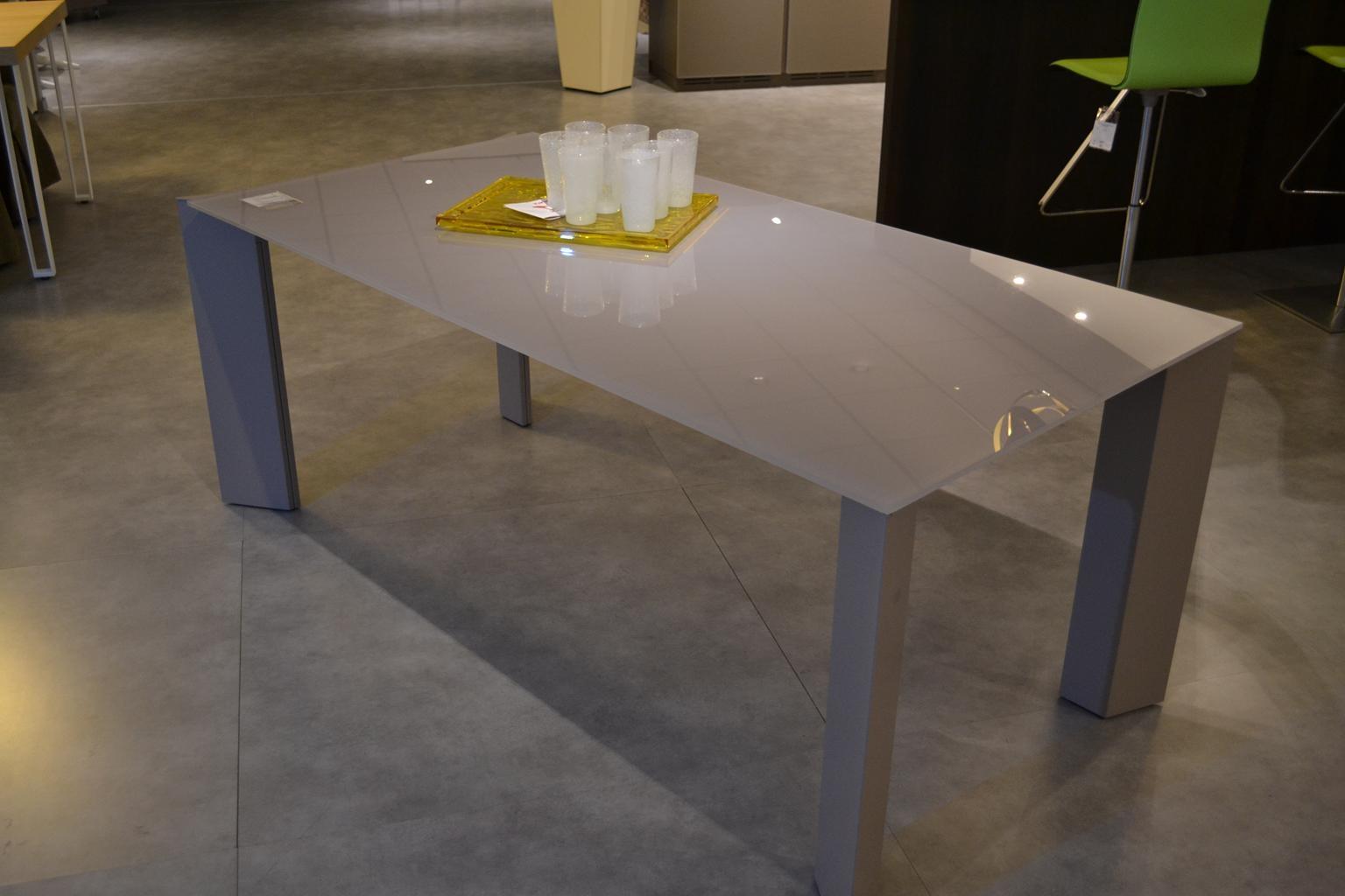 Tavolo cattelan brera allungabili tavoli a prezzi scontati for Outlet tavoli moderni allungabili