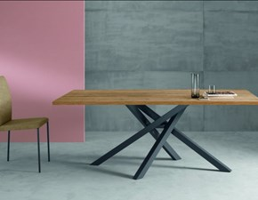 Tavolo con basamento centrale ferro incrociato scontato