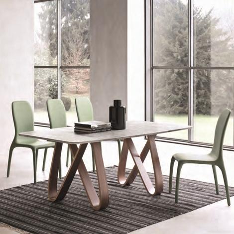 Tavolo con il piano in marmo bianco di carrara tavoli a for Marmo di carrara prezzo
