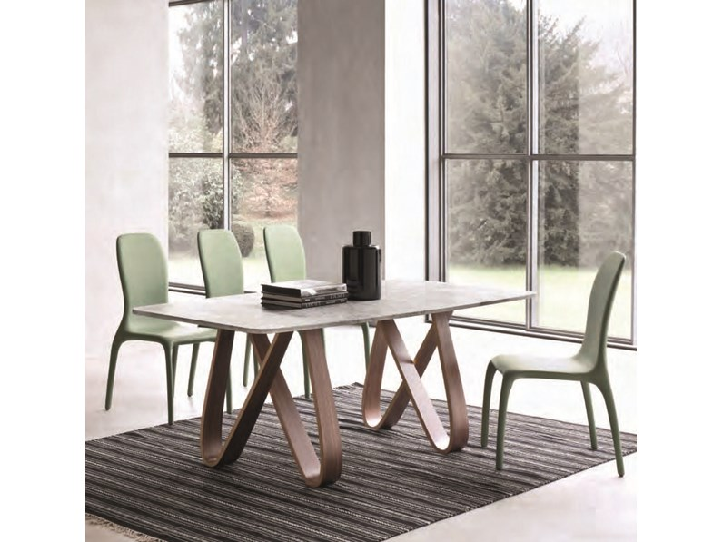 Tavolo con il piano in marmo bianco di Carrara