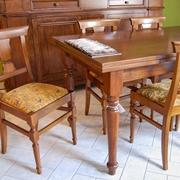 Tavolo con sedie classico