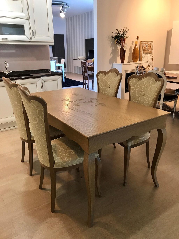 Tavolo con 4 sedie in legno stile classico for Tavolo sedie