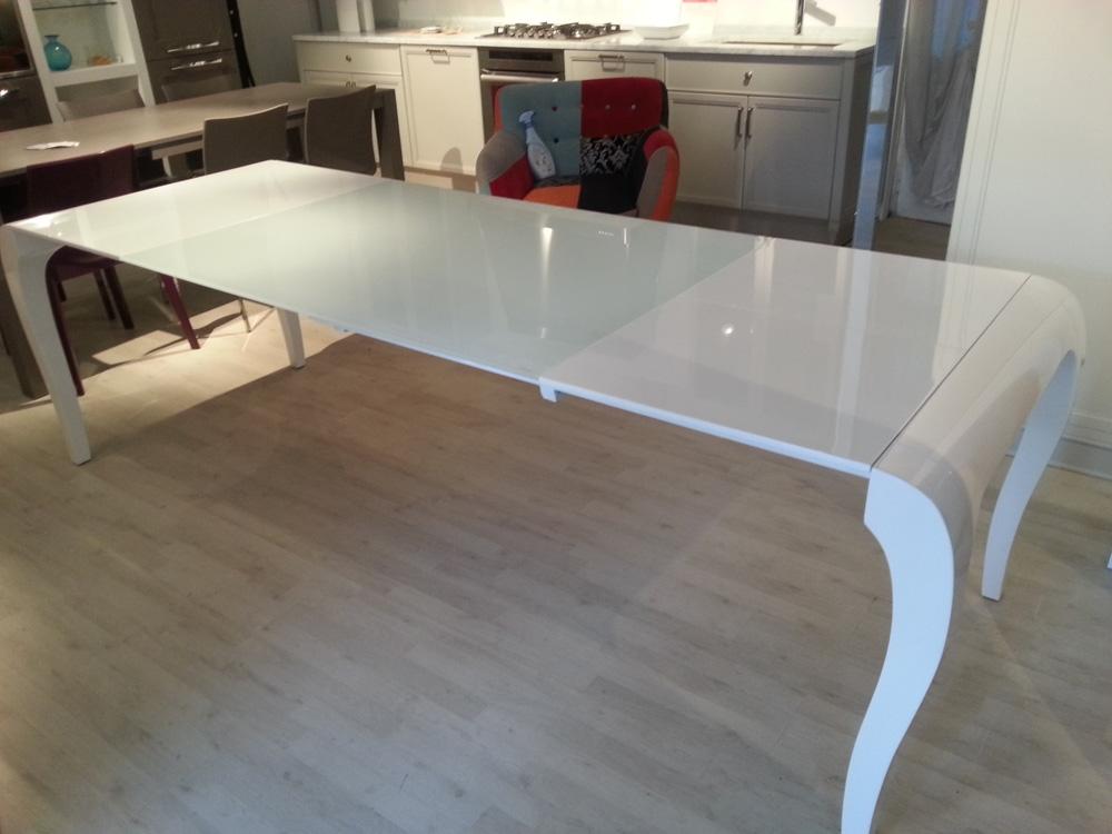 Tavolo design outlet tavoli a prezzi scontati for Outlet tavoli moderni allungabili