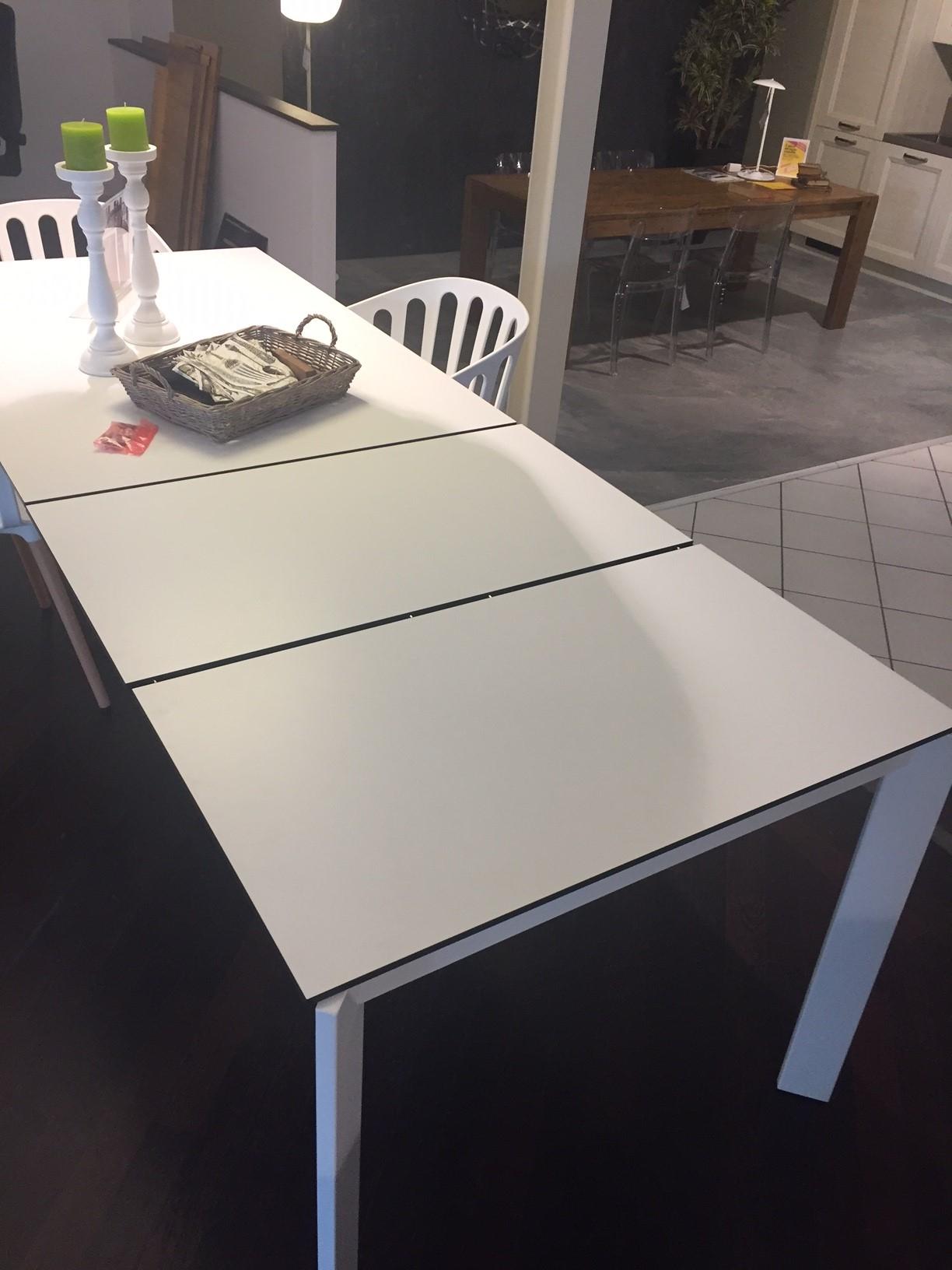 Tavolo domitalia universe scontato del 40 per rinnovo showroom tavoli a prezzi scontati - Mobilbagno ozzano ...