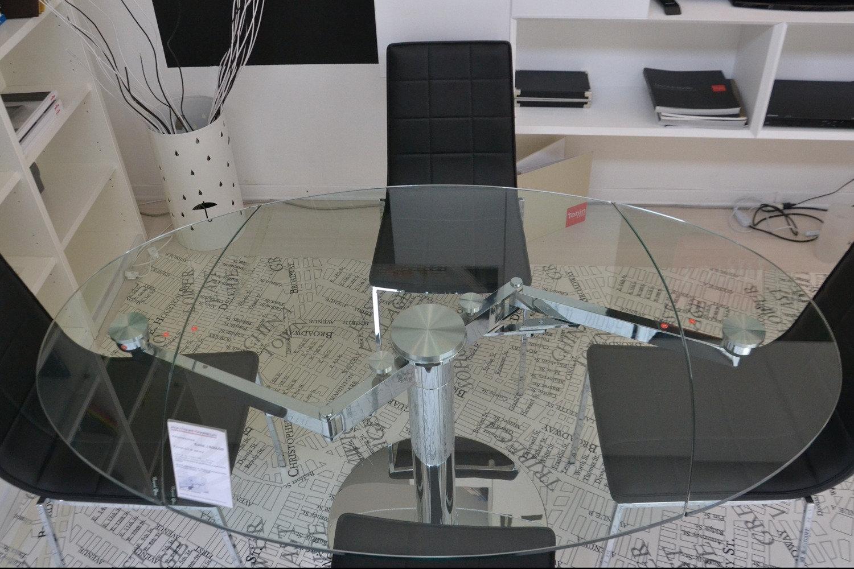 Tavolo e 4 sedie scontatissimo tavoli a prezzi scontati for Tavolo cristallo allungabile ovale