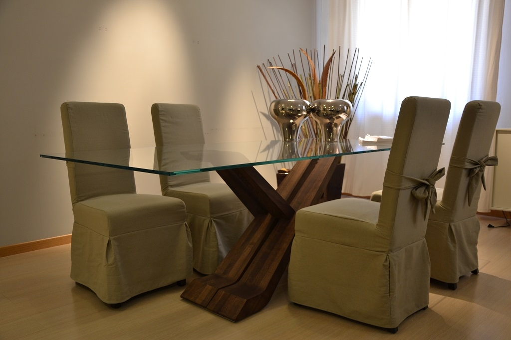 Tavolo e sedie 14954 tavoli a prezzi scontati for Tavolo cristallo e legno
