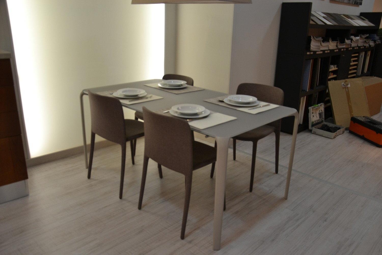 Tavolo e sedie in offerta 5116 tavoli a prezzi scontati for Riflessi tavoli e sedie