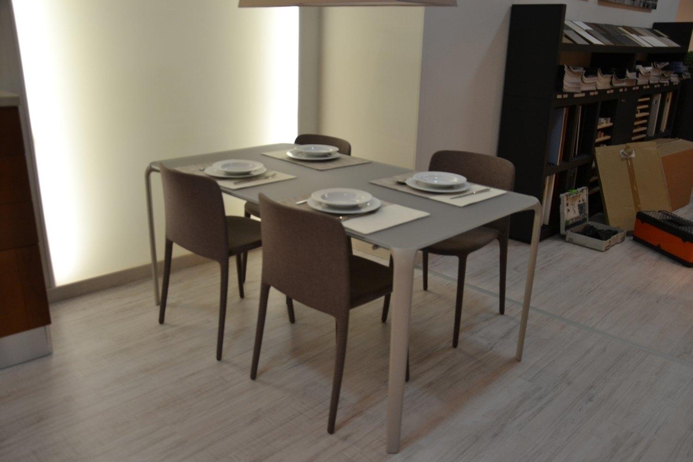 Tavolo e sedie in offerta 8690 tavoli a prezzi scontati for Sedie da tavolo moderne