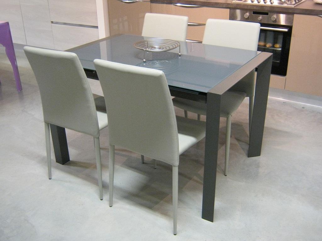 Tavolo e sedie max home scontati tavoli a prezzi scontati for Tavolo sedie