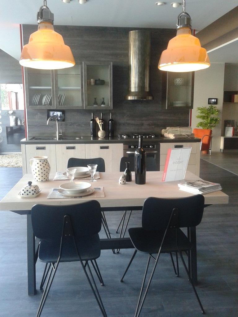 Tavolo e sedie scavolini modello diesel tavoli a prezzi for Tavolo sedie