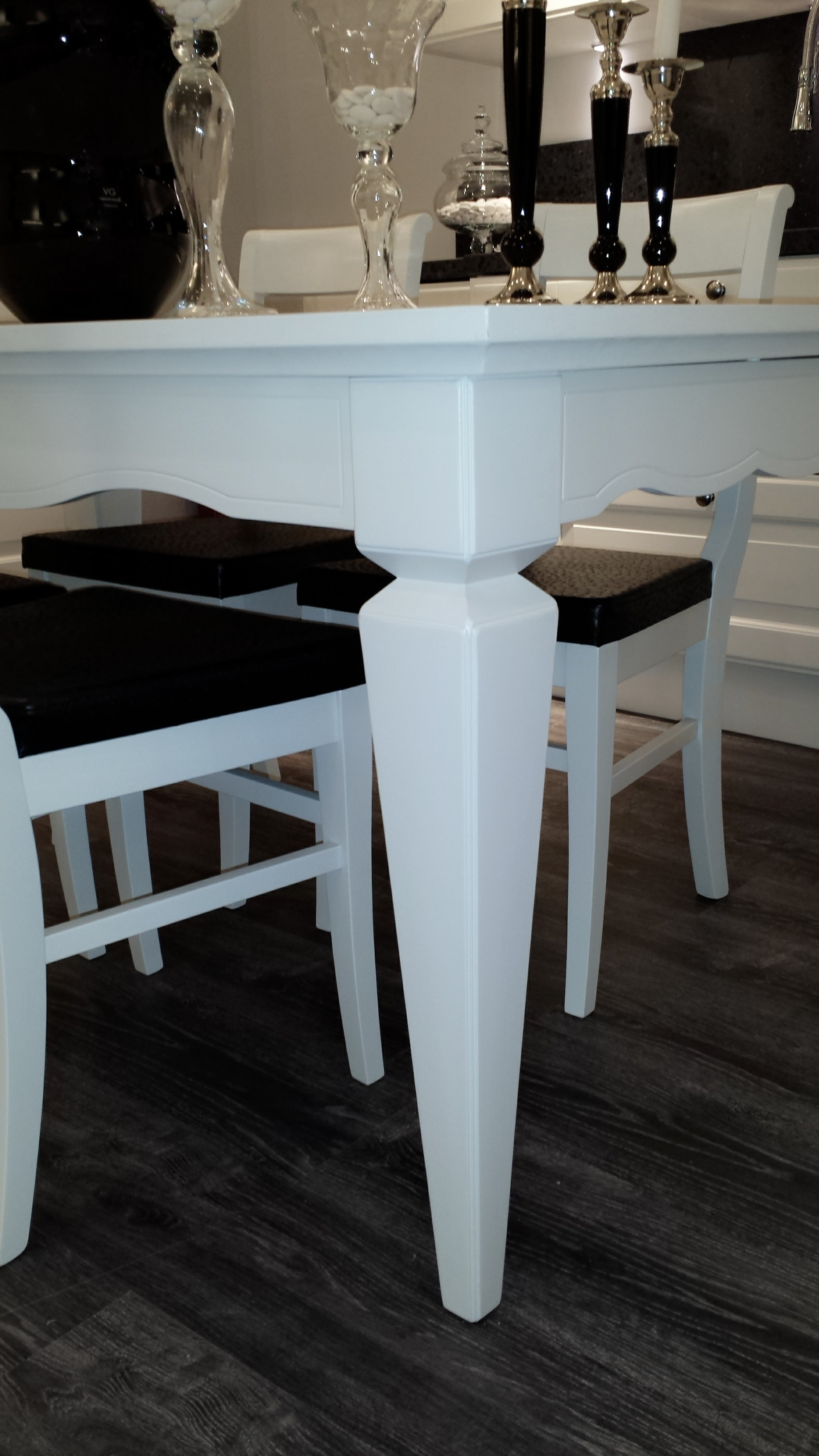 Scavolini tavolo tavolo hilton laccato opaco bianco for Tavoli in offerta