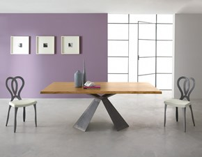 Tavolo Eurosedia modello Tokyo. Tavolo fisso con piano impiallacciato in legno rovere e bordo scortecciato.