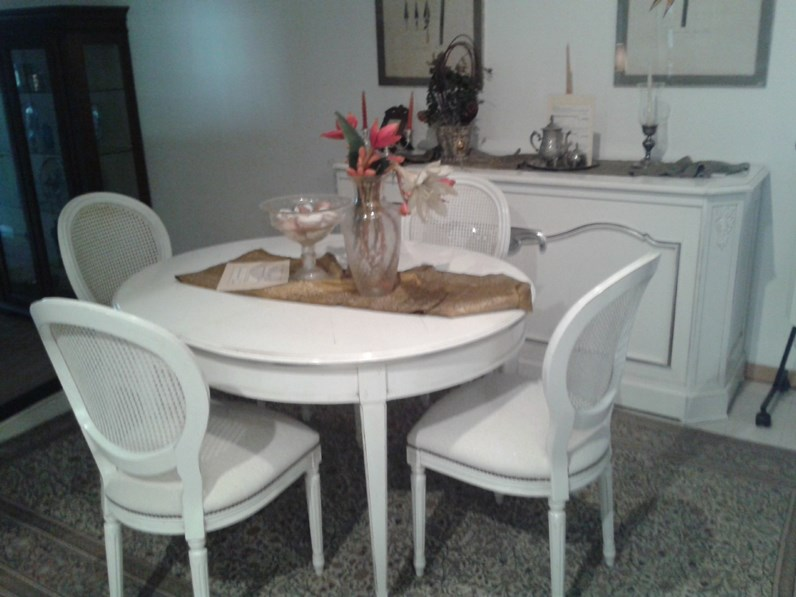 Tavolo grande arredo tavolo ovale con gambe a spillo e n for Tavolo ovale grande