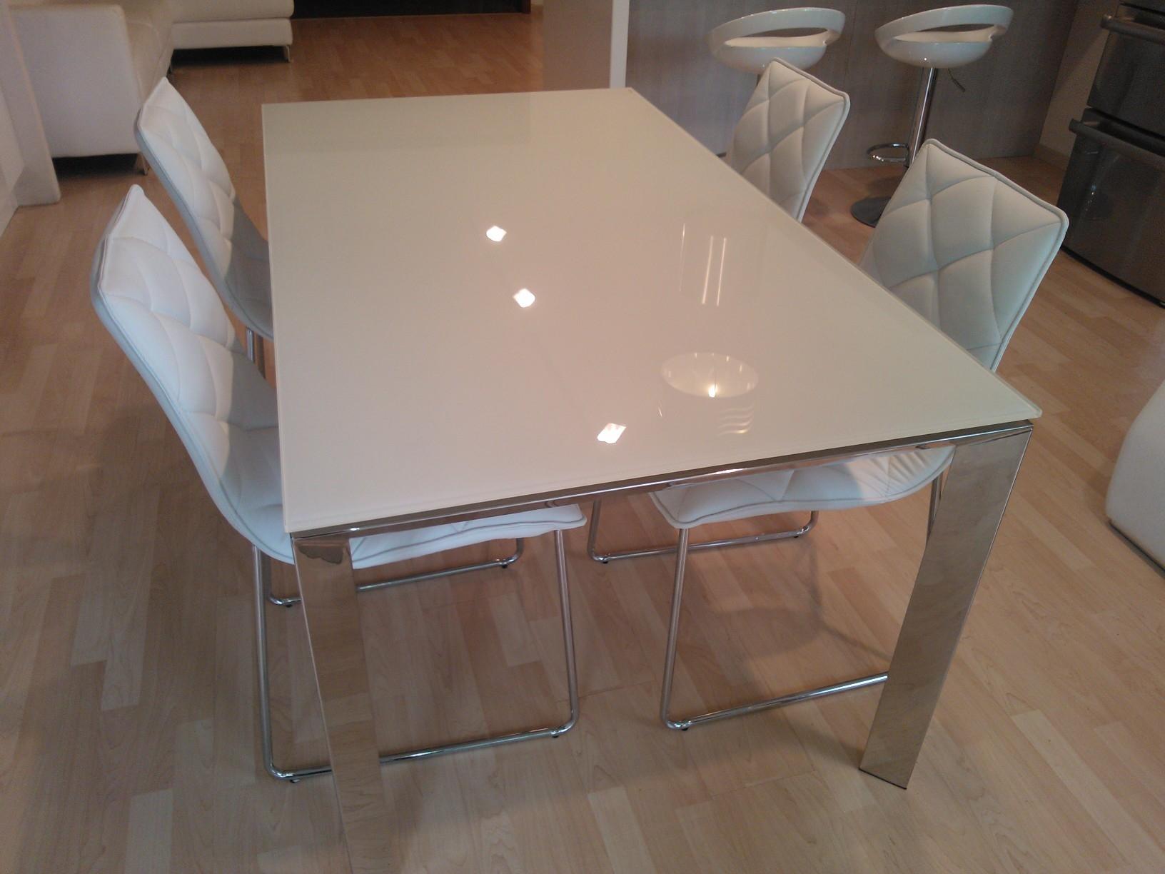 tavolo in cristallo prensivo di se O1