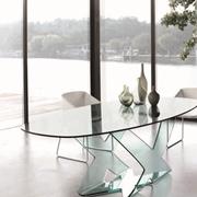 tavolo tutto in cristallo trasparente forma ovale