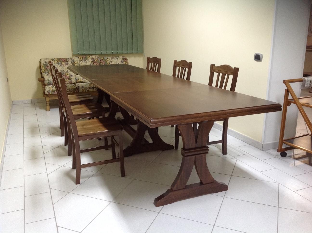 Tavolo in legno massello allungabile corredato di 6 sedie for Tavolo legno massello allungabile
