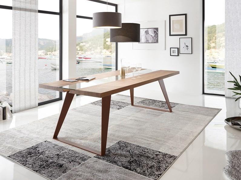 Tavolo in legno massello e gambe in metallo