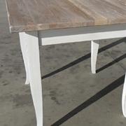 Tavolo in legno massello quadrato a quattro gambe