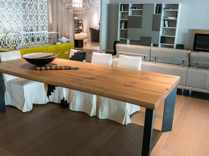 Tavolo in legno massiccio artigianale scontato del 25%