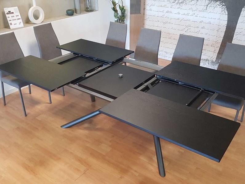 Tavolo in legno rettangolare outlet tavolo random di ozzio for Tavolo design outlet
