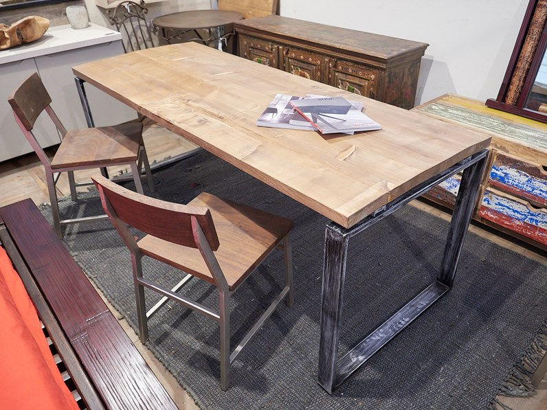 Tavolo in legno rettangolare tavolo legno invecchiato for Tavolo design outlet