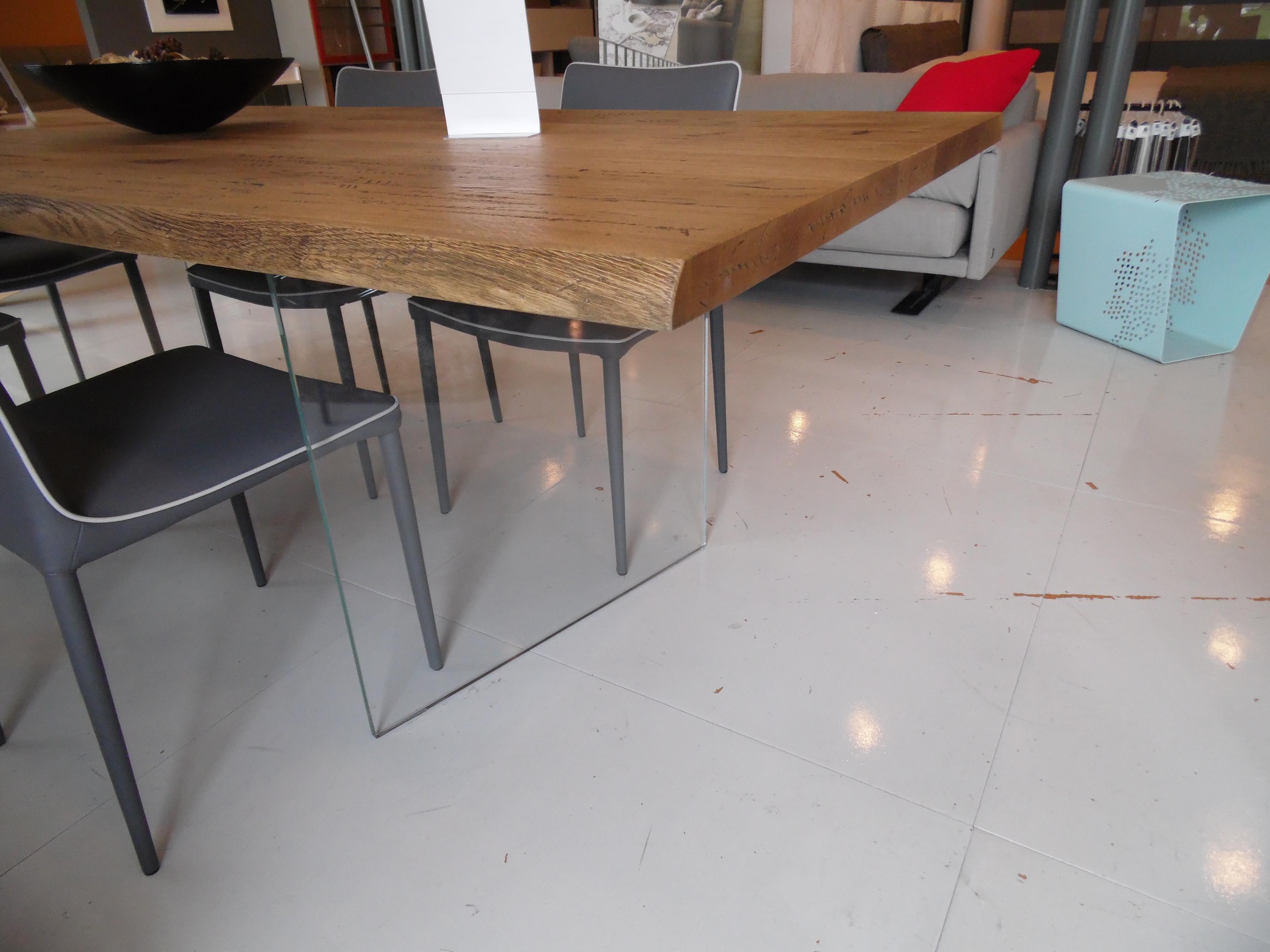 Tavolo in massello di rovere anticato effetto corteccia con gambe vetro sconto 34 tavoli a - Gambe tavolo legno ikea ...