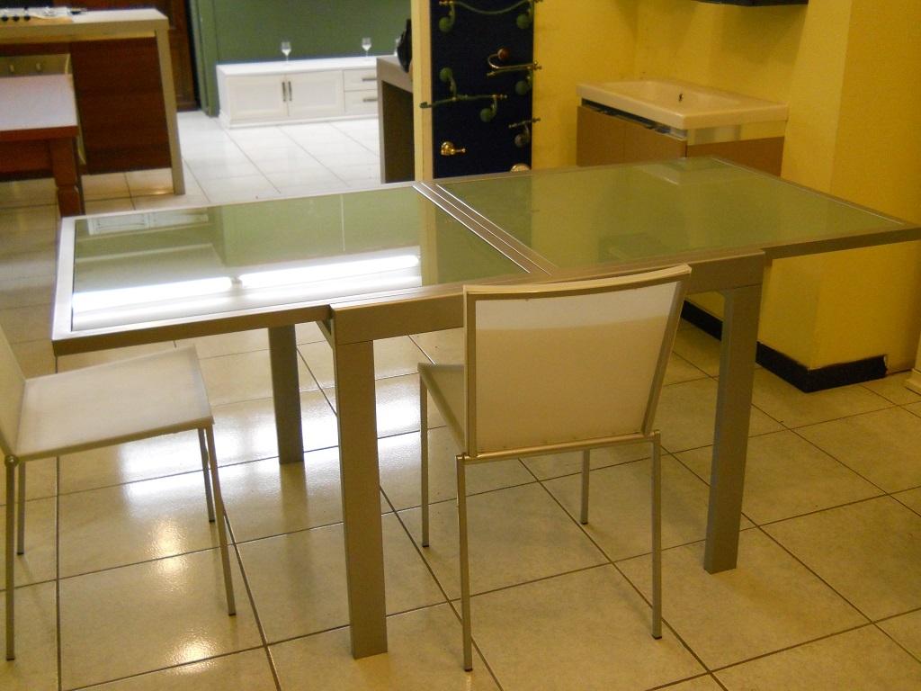 Tavolo tavolo metallo e vetro allungabile scontato del 60 for Tavolo 90x90 allungabile