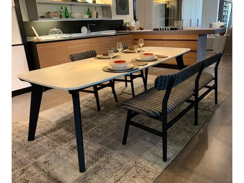 Tavoli In Pietra Prezzi.Tavolo In Pietra Sagomato Brick Con Piano In Marmo Di Carrara