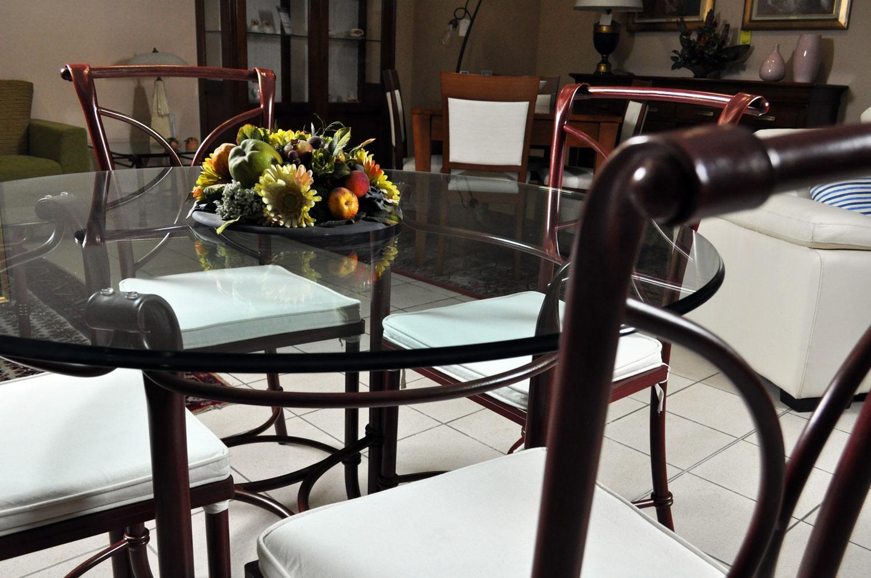 Tavolo in vetro e 4 sedie in ferro battuto in saldo a prezzo offerta - Tavoli a prezzi scontati