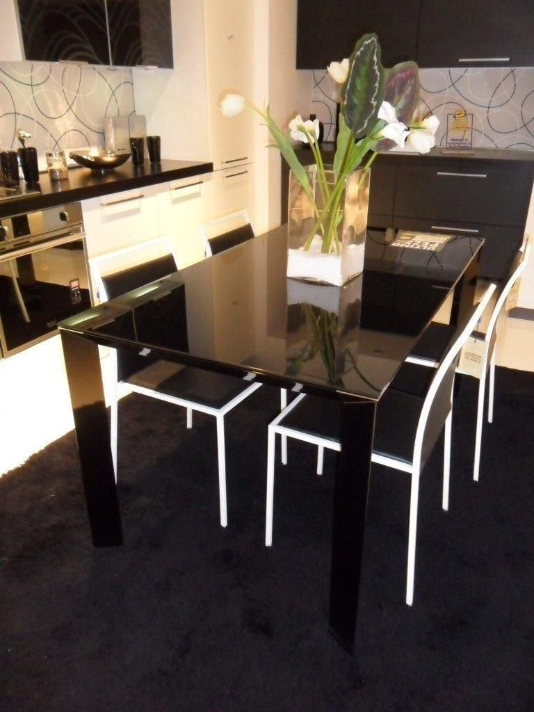 Tavolo in vetro nero tavoli a prezzi scontati for Tavoli tondi in vetro