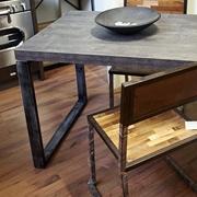 tavolo industrial  fisso in ferro e piano  smile cemento scuro