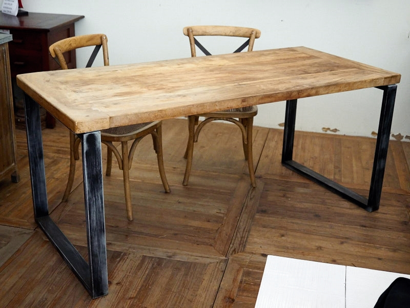 Tavolo legno grezzo e ferro wi24 regardsdefemmes for Tavolo usato