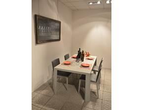 Tavolo Jesse Suomi. Dimensioni (L 180 x P 90 x H 75) cm. Tavolo rettangolare in legno . Offerta Outlet Mobilgross. Scontato del -50%.