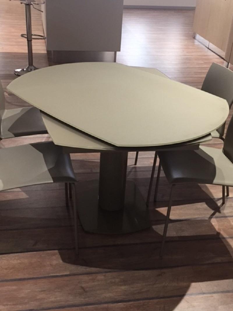 Tavolo quadrato trasformabile in rotondo for Tavolo pranzo rotondo allungabile