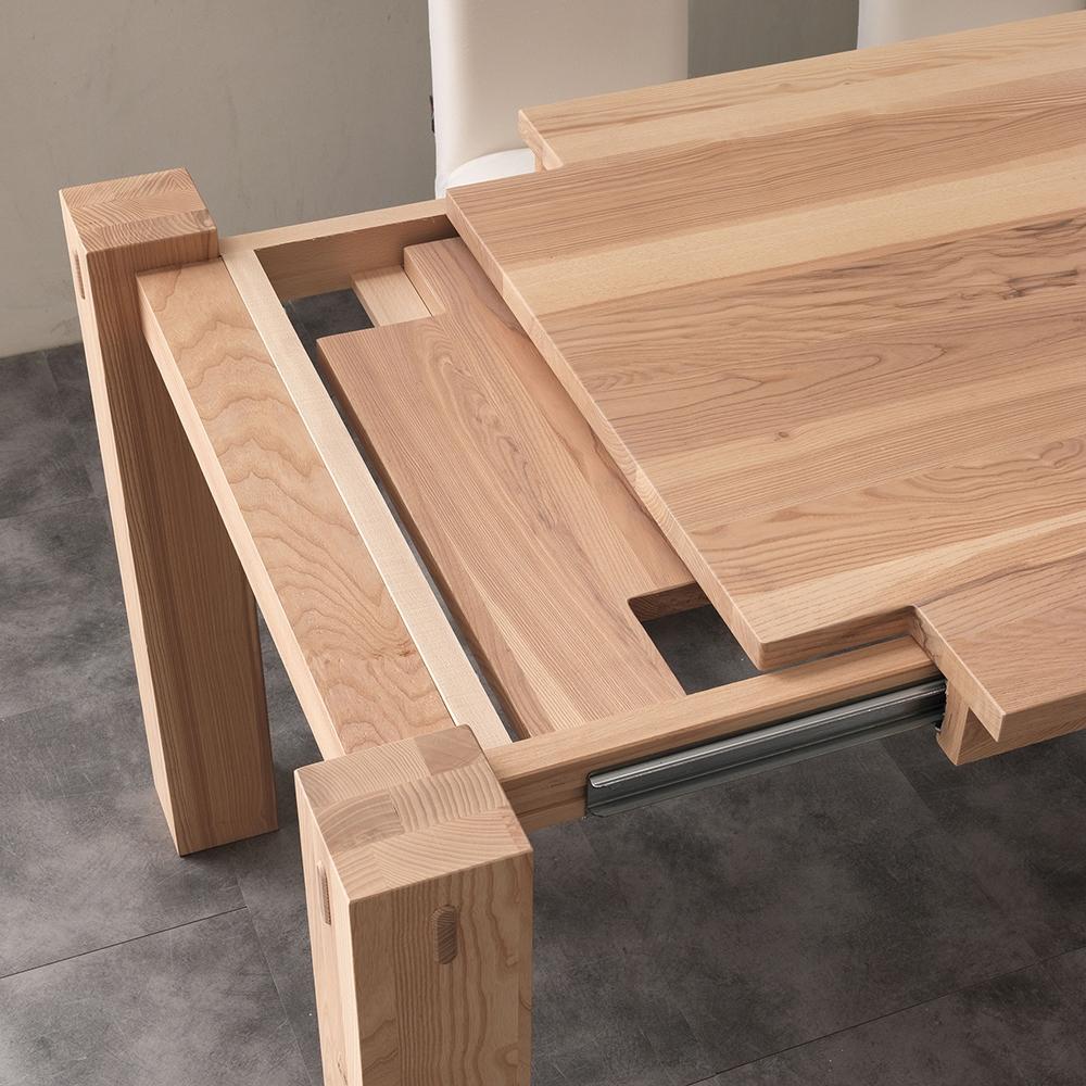 Tavolo la seggiola tavolo in abete di massello for Tavoli in legno allungabili massello