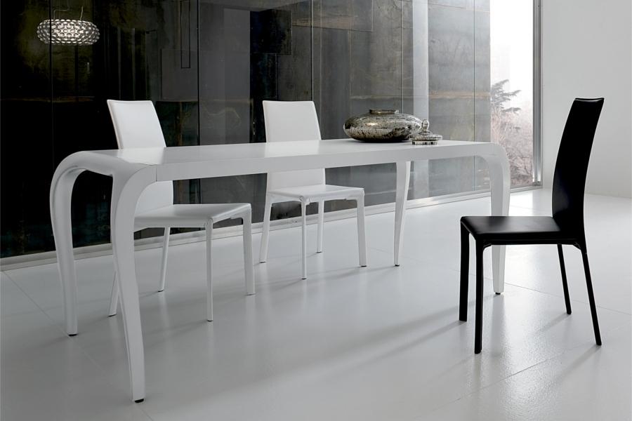 Tavolo laccato bianco o nero lucido tavoli a prezzi scontati for Tavolo bianco lucido