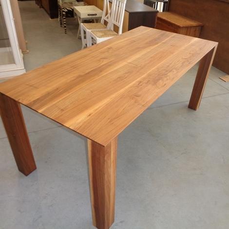 Tavolo lineare moderno in noce massello tavoli a prezzi - Tavolo fratino moderno ...