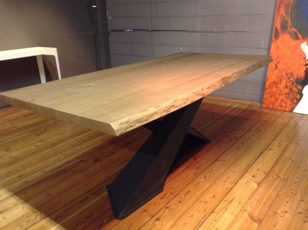 Tavolo living in legno rovere di riflessi scontato del 30 for Tavolo in legno design