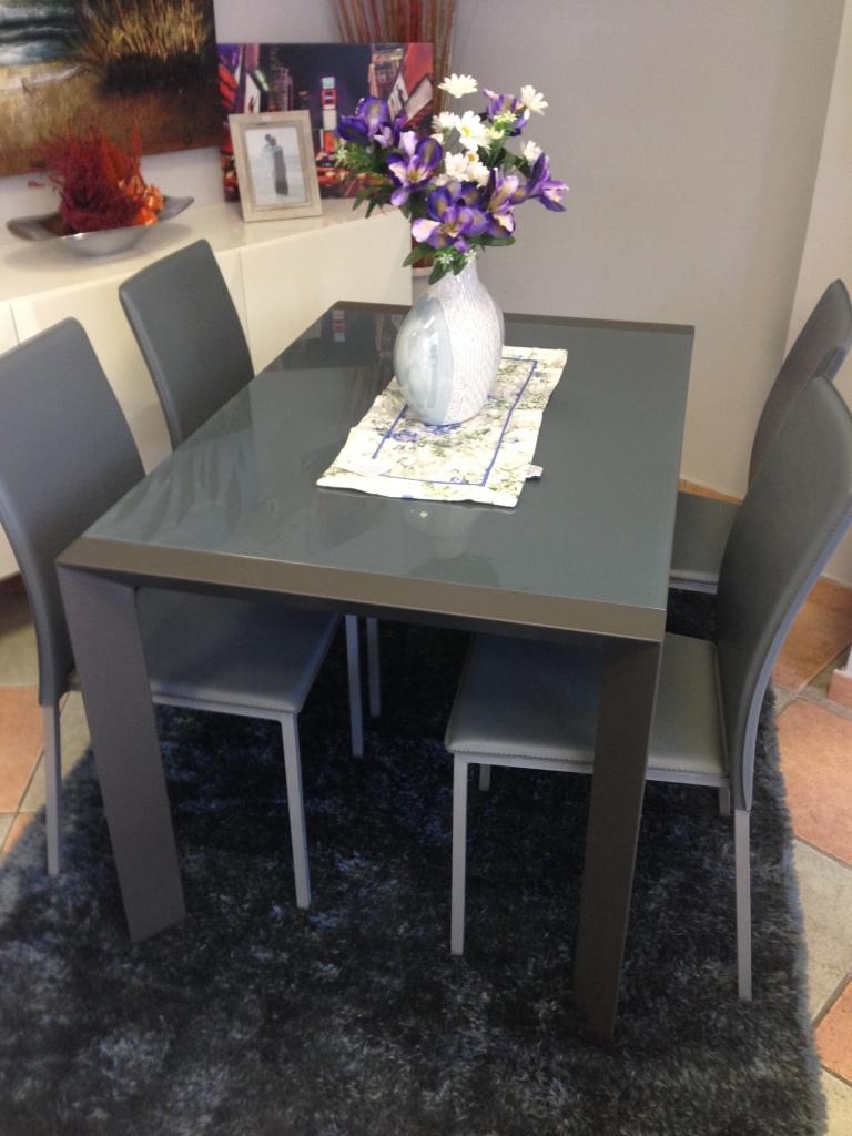 Tavolo max home tavolo allungabile in laccato e vetro for Tavoli rettangolari moderni