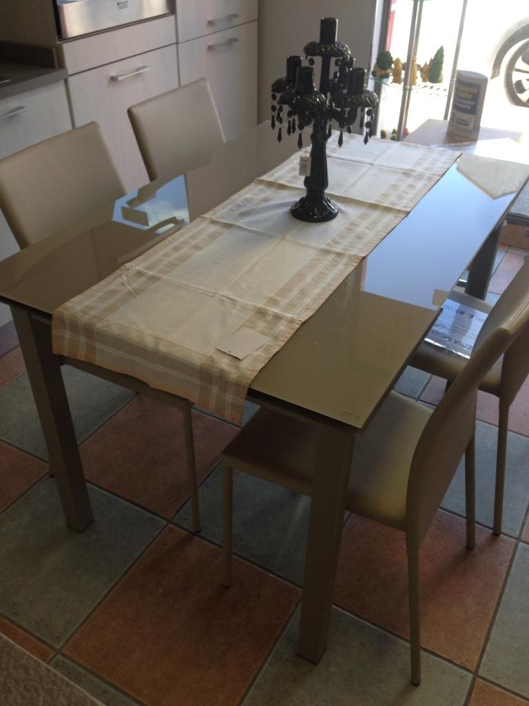 Mensole sagomate per bagno for Tavolo tondo allungabile moderno