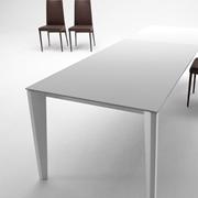 Tavolo MIDJ modello Diamante. Tavolo allungabile con piano e allunga in melaminico e struttura disponibile in varie finiture.