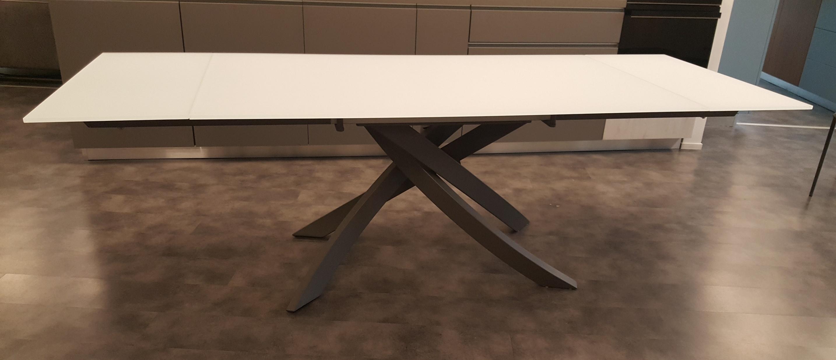 Tavolo mod artistico di bontempi casa tavoli a prezzi for Arredamento artistico