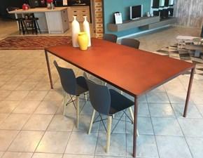 Tavolo modello Pure di Colico in Corten scontato del 50%