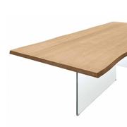 tavolo con piano in legno di rovere e gambe in vetro