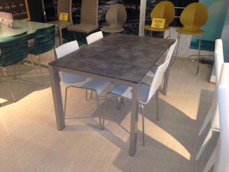 Tavolo moderno in offerta tavoli a prezzi scontati for Tavoli in offerta
