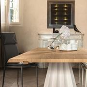 tavolo di desiner moderno in metallo e legno