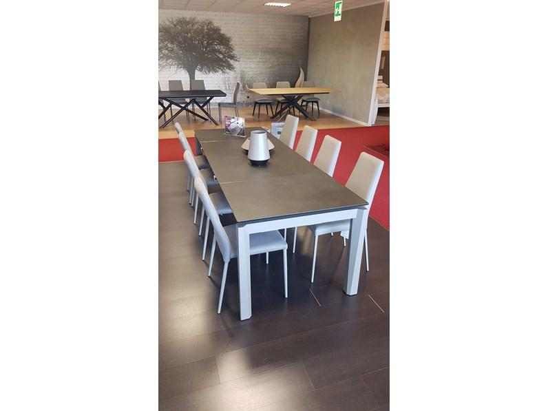 Tavolo outlet calligaris tavolo esteso in ceramica for Mobili calligaris