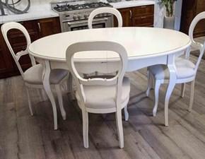 Tavolo ovale allungabile Essenza in legno massello laccato bianco con 4 sedie imbottite
