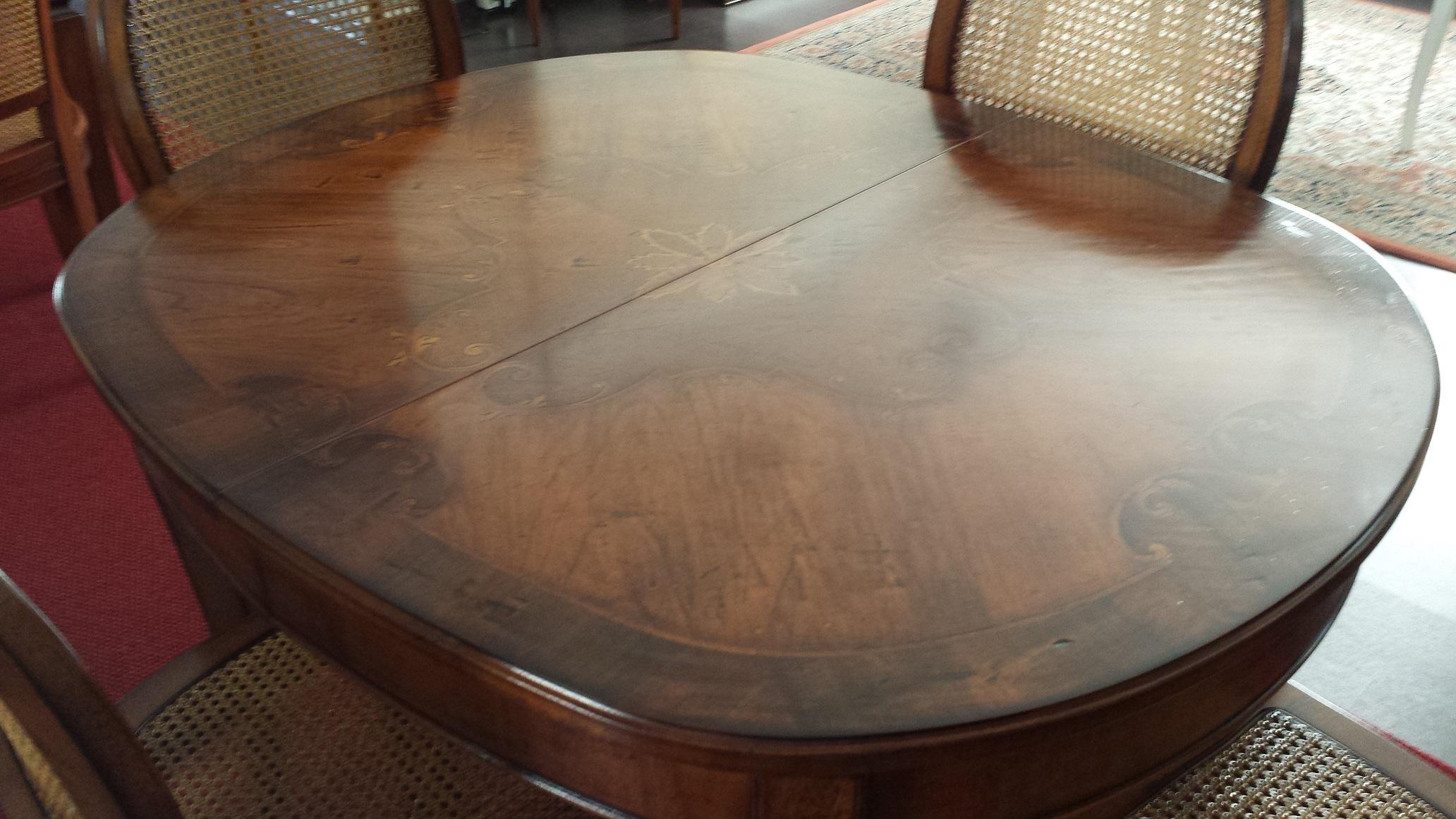 Tavolo ovale allungabile intarsiato outlet tavoli a for Tavolo legno intarsiato