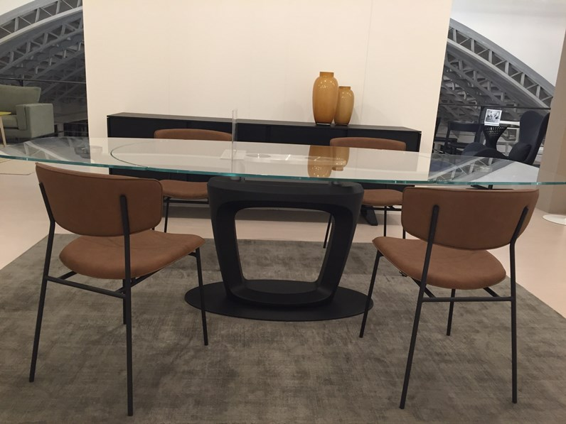 Tavolo ovale con basamento centrale orbital calligaris for Borgonovo arredamenti